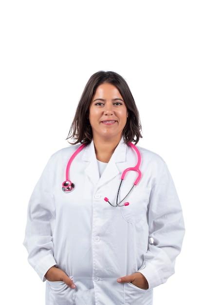 흰색 바탕에 분홍색 청진기를 가진 의사 여자. 프리미엄 사진