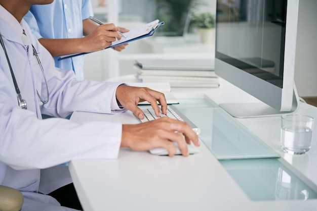 Doctor working on computer Free Photo