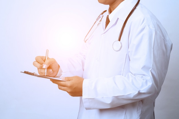Doctor working with clipboard Premium Photo