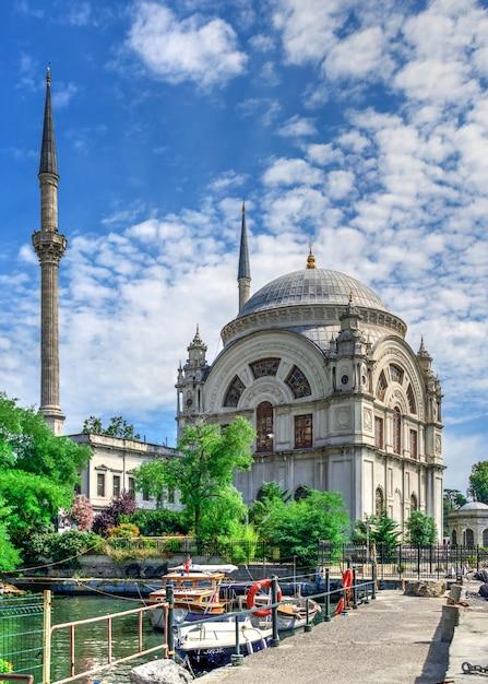 이스탄불, 터키의 돌마 바흐 체 모스크 프리미엄 사진