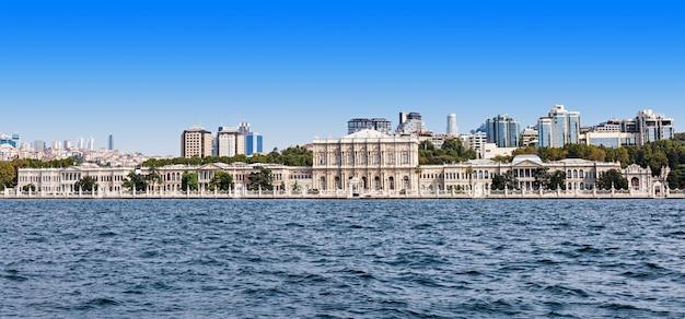 Dolmabahce palace, istanbul Premium Photo