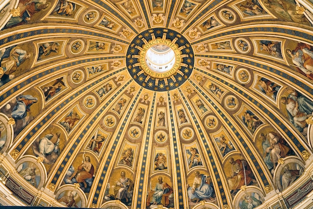 The dome of saint peter's basilica from the inside, vatican, rome Premium Photo