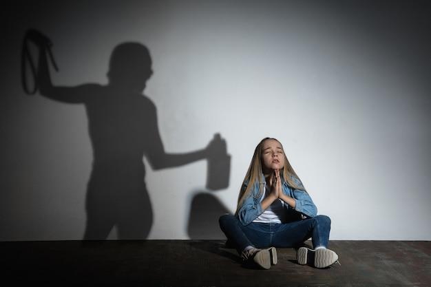 家庭内暴力 無料写真