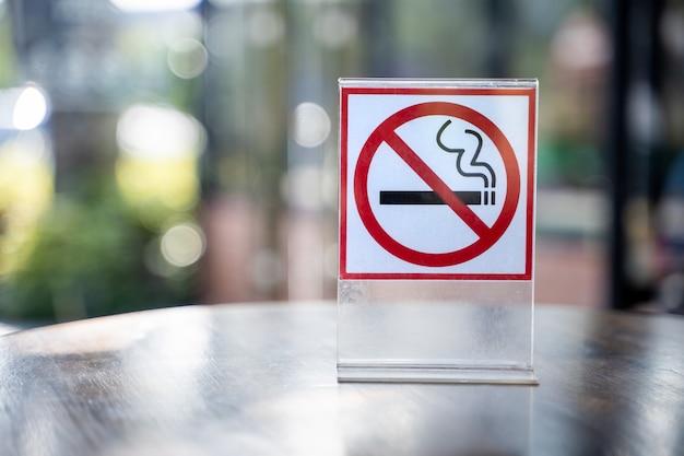 Не курите знак не курить войдите в кафе кафе Premium Фотографии