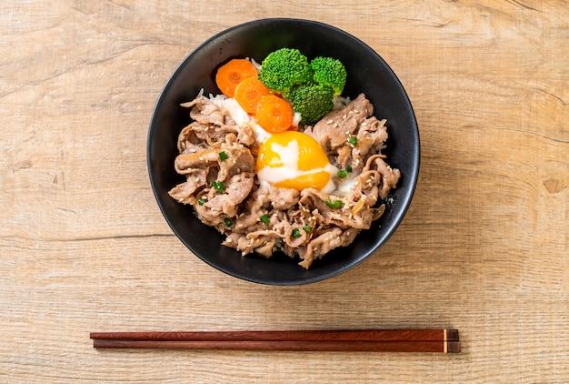Donburi, pork rice bowl with onsen egg and vegetable Premium Photo