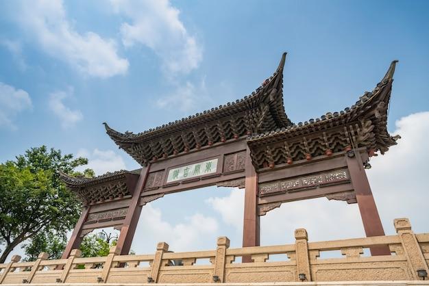 Dongguan street, yangzhou, zhejiang, china, 07,212018. yangzhou is a famous historical, cultural and Premium Photo
