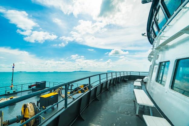 Donsak桟橋スラトから乗客を運ぶseatranフェリー 無料写真