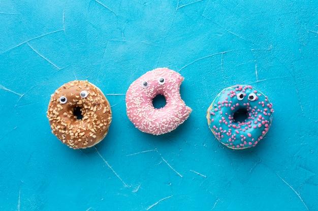 Пончики с глазами в плоском положении Бесплатные Фотографии