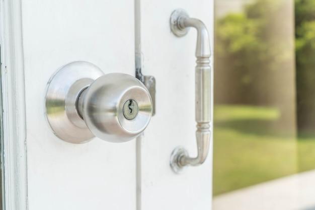 Door knobs or aluminum door Free Photo