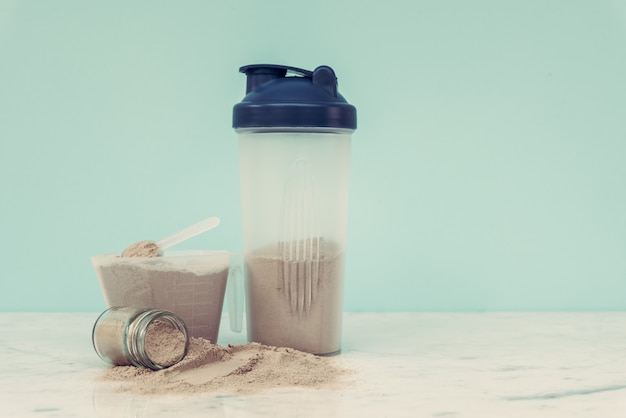 Double chocolate whey protein powder scoop nutrition healthy food bodybuilding. Premium Photo