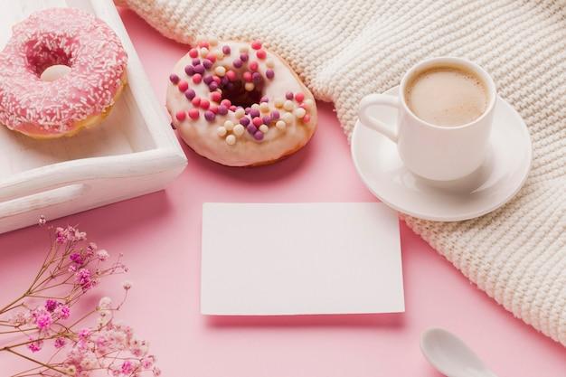 Пончики на завтрак Бесплатные Фотографии