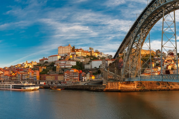 Река дору и дом луис мост, порту, португалия Premium Фотографии