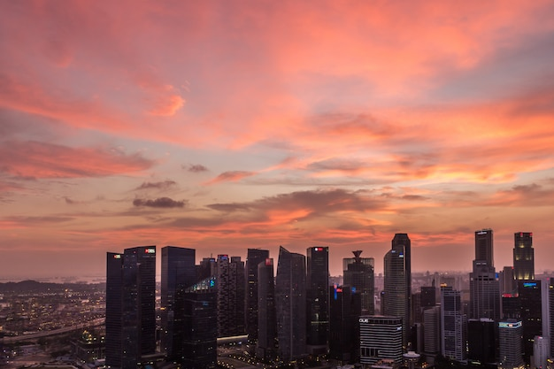 Dramatic sunset and purple  clouds over singapore Premium Photo