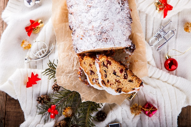 Dresdnen stollen christmas fruit cake Premium Photo
