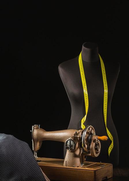 ヴィンテージミシンのドレスフォーム Premium写真