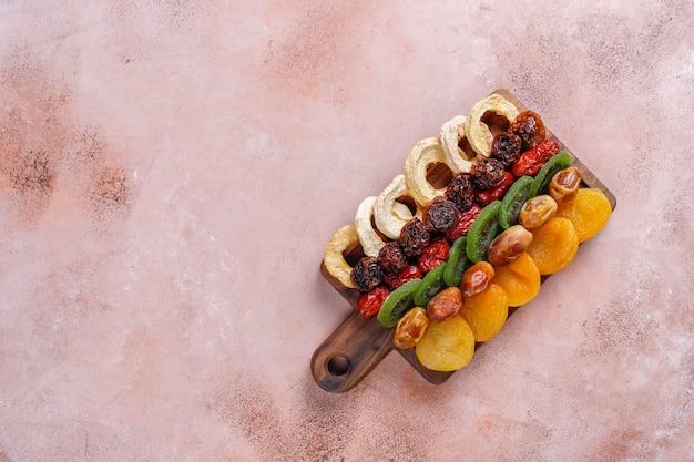 乾燥有機フルーツの品揃え。 無料写真