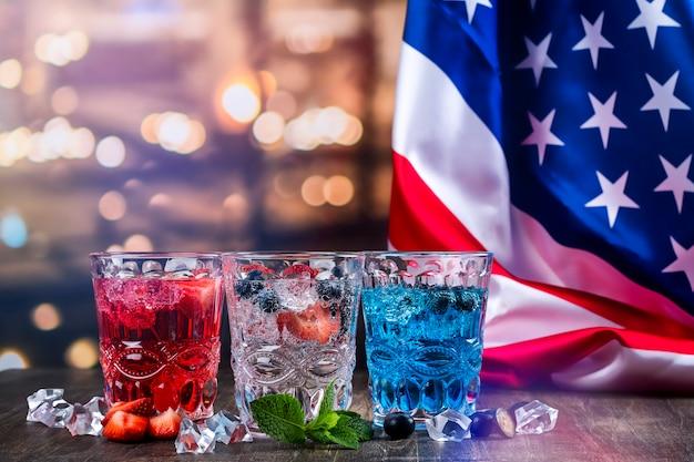 Напитки для празднования 4 июля Premium Фотографии