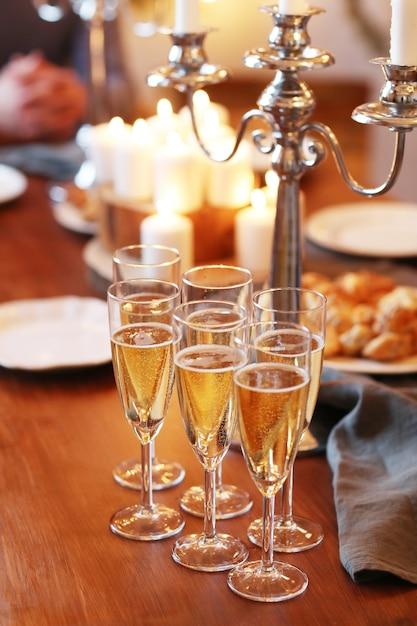 テーブルの上の飲み物 無料写真