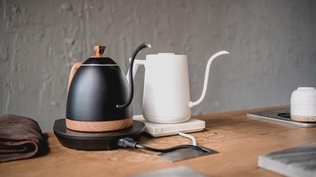 ストーブにドリップコーヒーケトル Premium写真