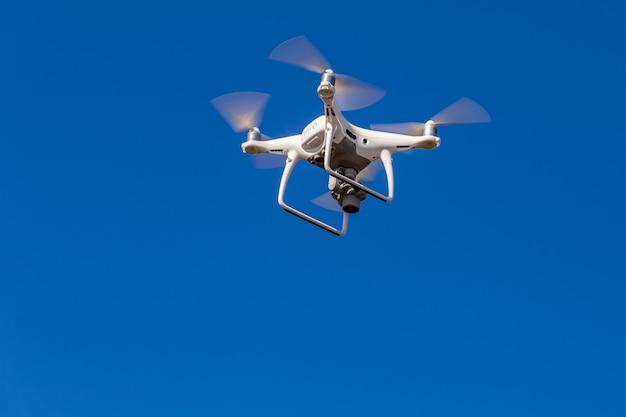 ドローンはハイアングル画像を記録しています Premium写真