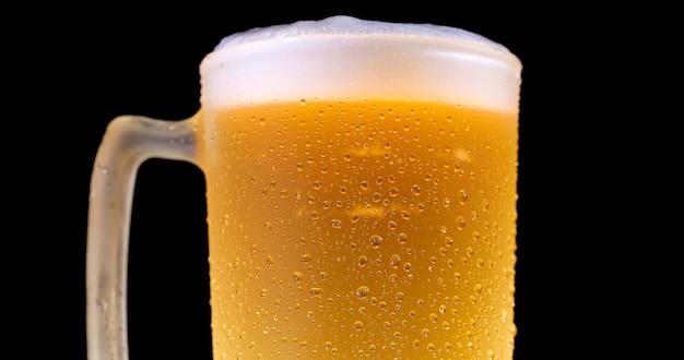 Droplets on freshly poured beer detail macro delicious unfocused Premium Photo
