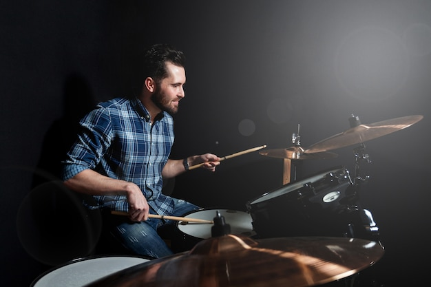 Drummer performing Premium Photo