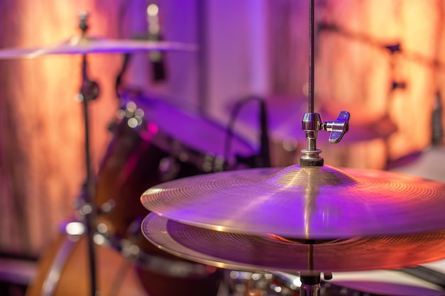 Drums, cymbals, hi hat on beautiful in the recording studio. Free Photo