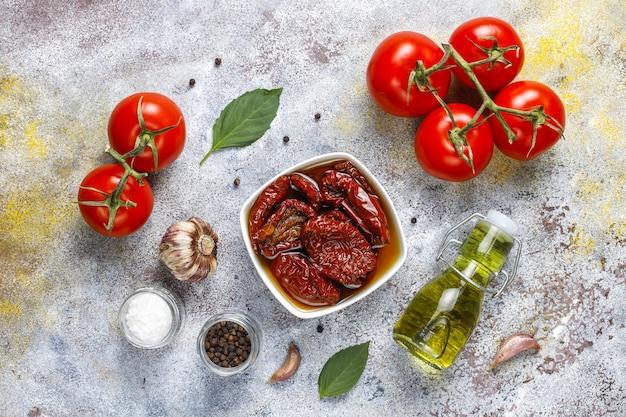 Pomodori secchi con olio d'oliva. Foto Gratuite