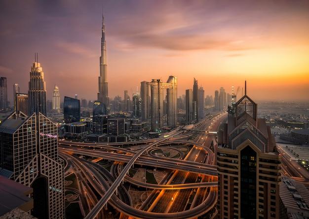 Дубай на закате Premium Фотографии
