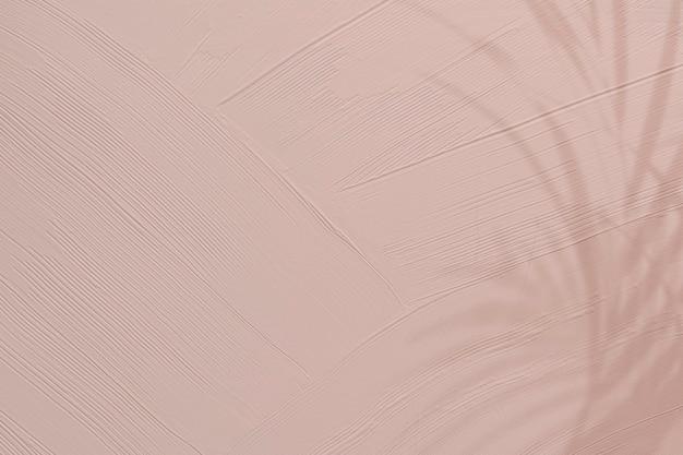 葉の影と鈍いピンクのペイントテクスチャ 無料写真