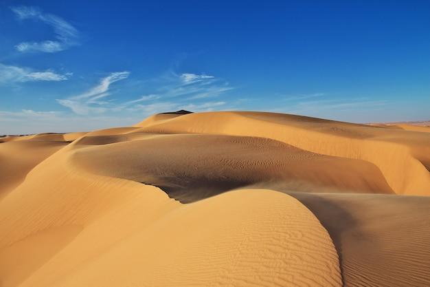 Dunes in the sahara desert in the heart of africa Premium Photo