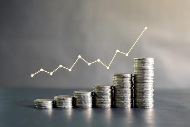 利益グラフ、成長、成功と黒い木製のテーブルにタイのコインのスタック。ビジネス、金融、マーケティング、eコマースのコンセプトとデザイン Premium写真