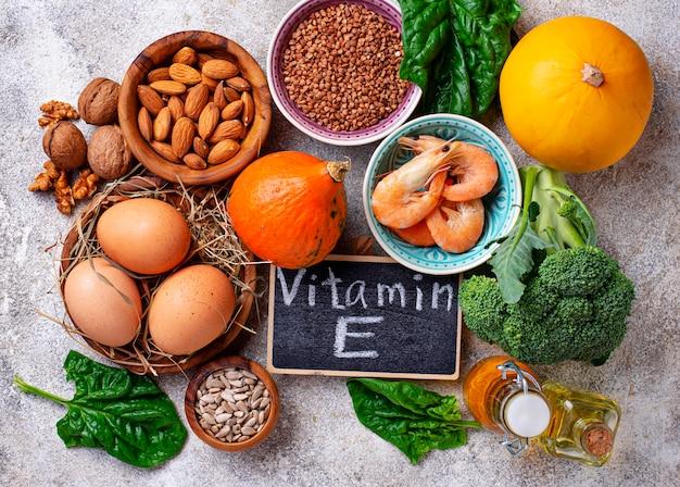 ビタミンeの品揃え食品 Premium写真