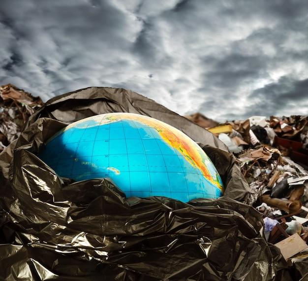 Загрязнение земли Premium Фотографии
