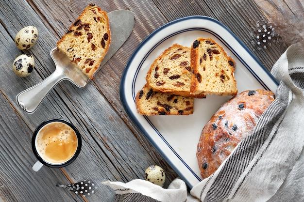 Easter bread, traditional german dessert Premium Photo