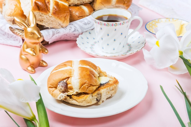 Easter breakfast with hot cross buns Premium Photo