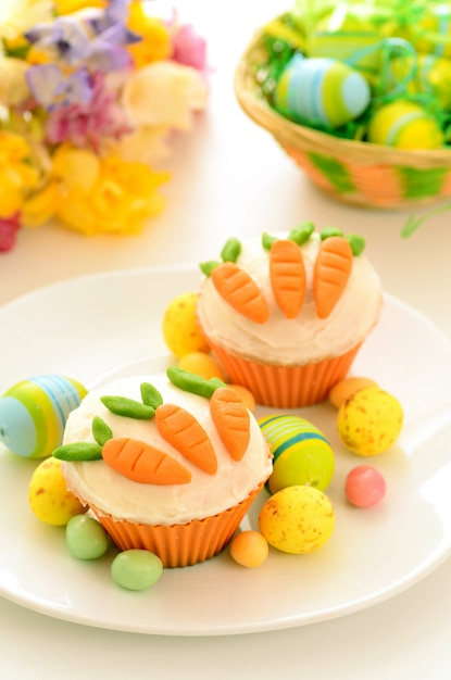 Easter cupcakes with candy carrots Premium Photo