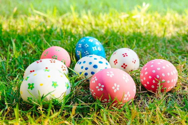 Easter egg ! happy colorful easter sunday hunt holiday decorations easter concept backgrounds Premium Photo