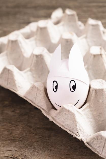 Пасхальное яйцо с ушками зайчика в стае Бесплатные Фотографии