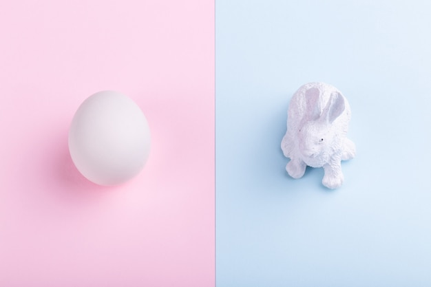 Easter rabbit and egg Premium Photo