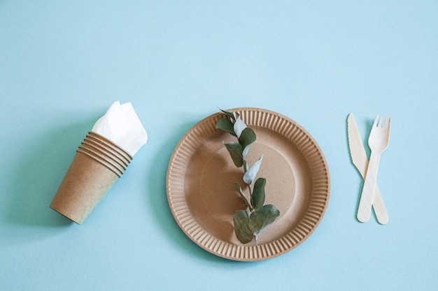 Eco-friendly, stylish recyclable paper tableware. Free Photo