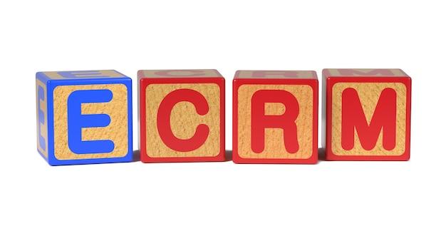 白で隔離される着色された木製の子供のアルファベットブロックのecrm。 Premium写真