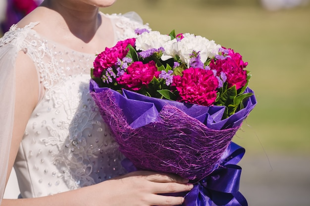 Edding bouquet in bride's hands Premium Photo