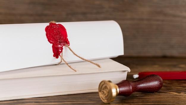Certificato di diploma di istruzione con sigillo di cera Foto Gratuite