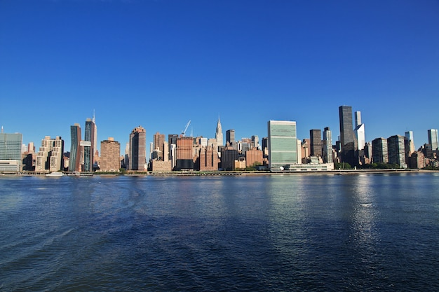 Eeast river in new york, united states Premium Photo