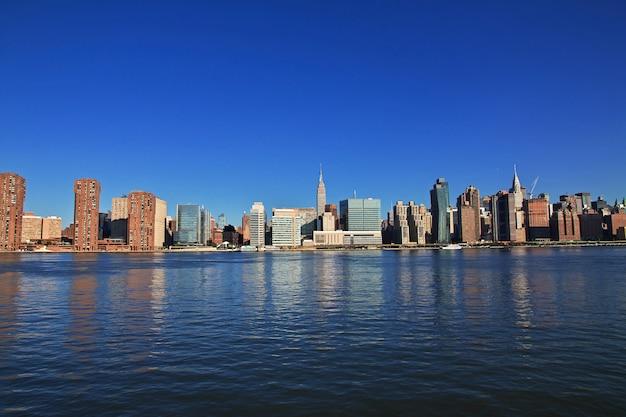 Eeast river in new york, united states Premium Photo