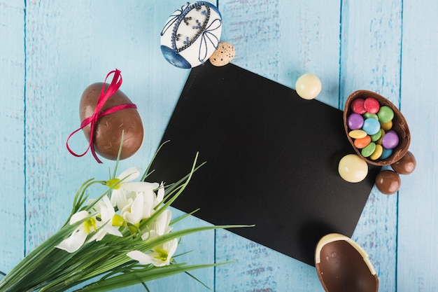Eggs and flowers with black card Free Photo
