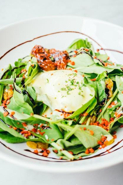 Eggs benedict salad Free Photo