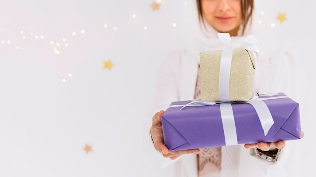Eid al-fitr concept with muslim woman holding present boxes Free Photo