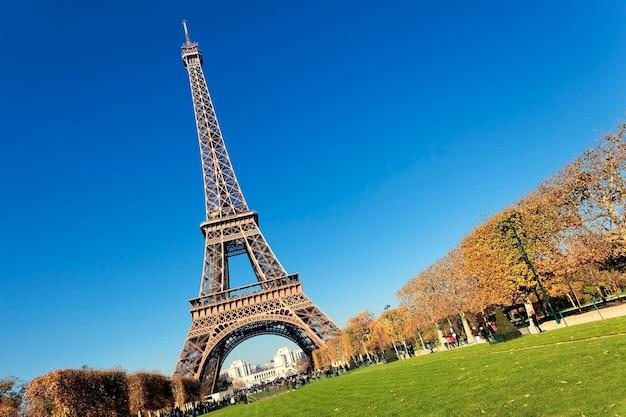 ゴージャスな色のパリのエッフェル塔 無料写真